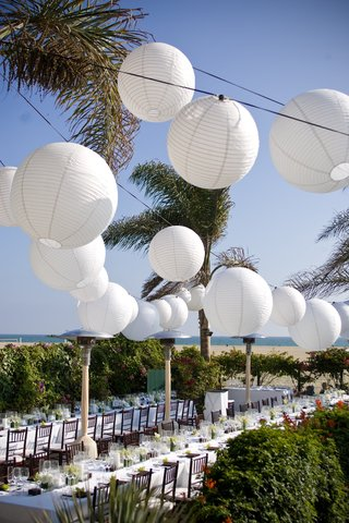 white-sphere-paper-lanterns-above-beach-wedding