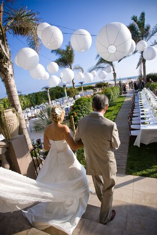 oceanfront-wedding-reception-with-white-paper-lanterns