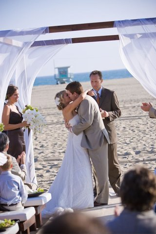 oceanfront-beach-wedding-on-sand-in-santa-monica