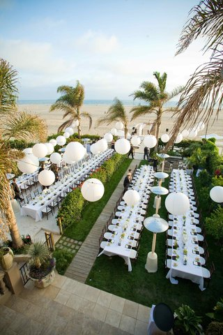 beach-wedding-reception-with-white-paper-lantern-decorations