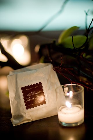wedding-favor-bag-with-custom-brown-sticker