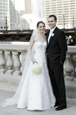 bride-and-groom-outside-in-chicago