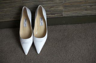 white-pointy-toe-jimmy-choo-pumps