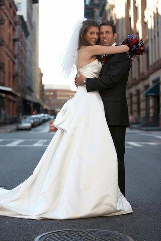 newlyweds-bug-on-new-york-street