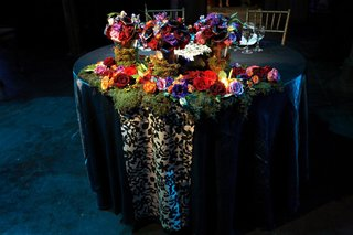 sweetheart-table-decorated-with-moss-and-colorful-flowers