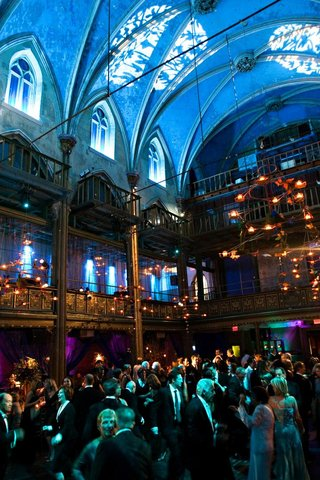 guests-dance-under-blue-uplighting-and-candles
