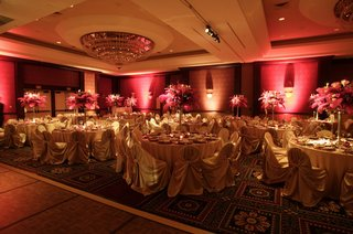 circular-table-design-with-pink-centerpiece