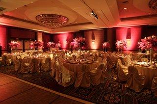 circular-table-design-with-pink-centerpiece