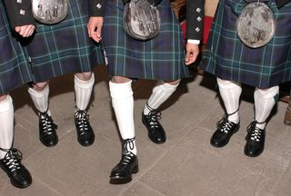 groomsmen-in-traditional-scotland-kilts-and-shoes