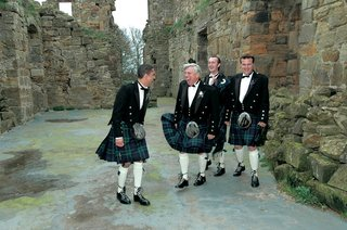 groomsmen-in-traditional-scotland-wedding-attire-with-kilts