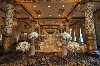 wedding-in-the-gold-room-at-the-drake-hotel-gold-columns