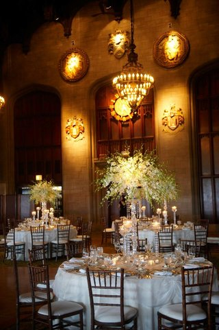 wedding-reception-tables-with-white-tablecloths-flowers-and-candles