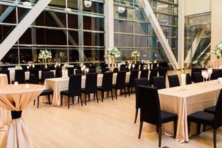 clinton-presidential-library-wedding-black-chairs-long-tables-gold-linens-large-windows
