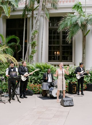 wedding-reception-cocktail-hour-woman-singer-dress-men-with-instruments-guitar-drums-palm-trees