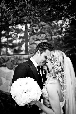 black-and-white-photo-of-bride-and-groom-portrait