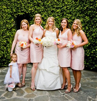 bride-with-bridesmaids-in-mismatched-pink-gowns