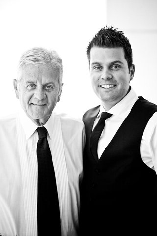 black-and-white-photo-of-groom-with-father-in-grooms-suite