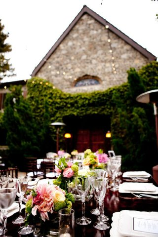 estate-wedding-tablescape-with-pink-and-green-flowers