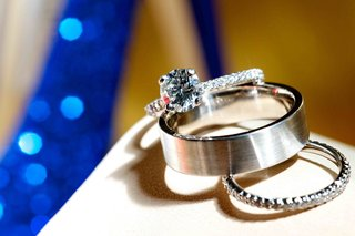 wedding-rings-and-engagement-ring-with-solitaire-diamond