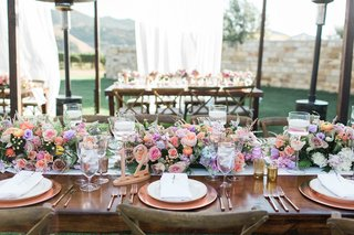 pitch-perfect-stars-anna-camp-skylar-astin-wedding-wooden-rustic-tablescapes-blush-lavender-flowers