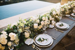 wooden-farm-table-floral-runner-with-white-flowers-and-greenery