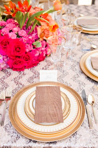 bold-tablescape-metallic-wood-details-pink-purple-orange-gold-wedding-styled-shoot-reception