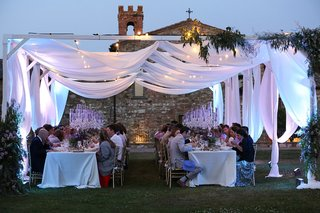 destination-wedding-in-tuscany-outdoor-ceremony-under-drapery-with-soft-lighting