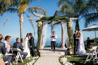 two-brides-two-grooms-double-wedding-sisters-at-malibu-wedding-ceremony