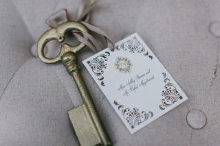 ceci-new-york-place-card-with-damask-print-tied-to-antique-golden-key-with-ribbon