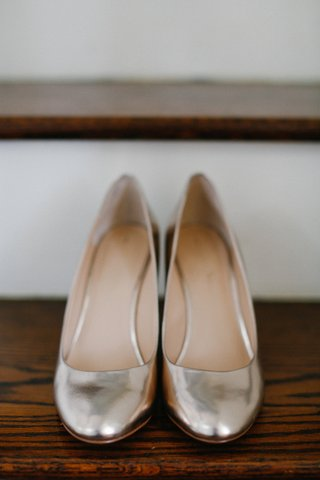 brides-metallic-rounded-toe-wedding-shoes