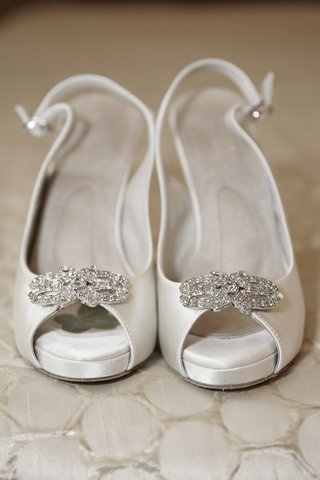 slingback-bridal-shoes-with-crystal-brooch