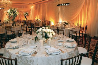 low-white-centerpieces-and-textured-linens