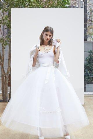 sophie-oscar-de-la-renta-spring-2018-white-tulle-and-horse-hair-signature-skirt
