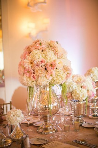 glass-vase-centerpiece-with-dahlias-and-roses