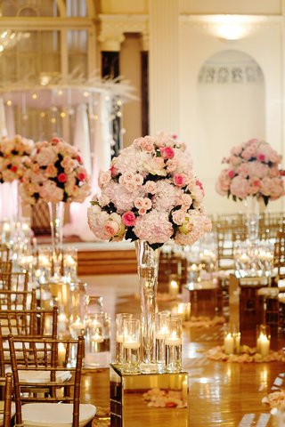 mirror-box-with-candles-and-pink-flower-arrangement-at-wedding-ceremony