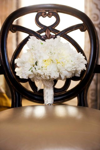 white-peony-and-garden-rose-bouquet-on-chair