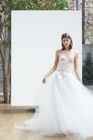 olivia-oscar-de-la-renta-spring-2018-ivory-tulle-drop-waist-ball-gown-with-embroidered-corded-lace