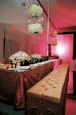 gold-tufted-bench-for-wedding-reception-seating
