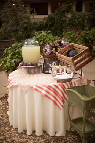 shabby-chic-table-with-yamakas-and-lemonade