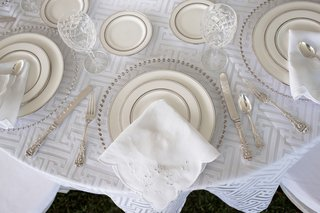 clear-chargers-with-chrome-dotted-lining-napkin-with-eyelet-detail-geometric-linens