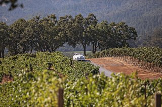 wedding-ceremony-in-wine-country-california-white-vintage-convertible-driving-bride-and-dad