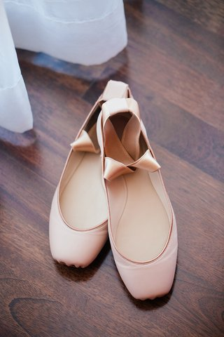 ballet-slippers-worn-by-bride-for-horse-ride-to-outdoor-ceremony