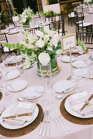 hawaiian-reception-decor-and-place-setting