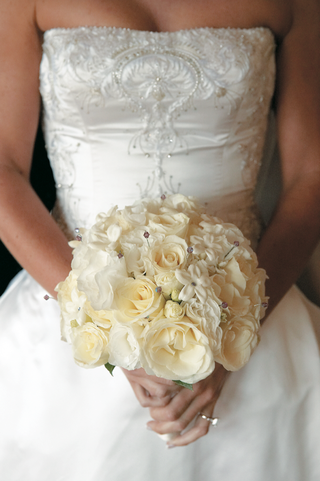 bridal-bouquet-with-stephanotis-and-rose-blossoms-and-jewels
