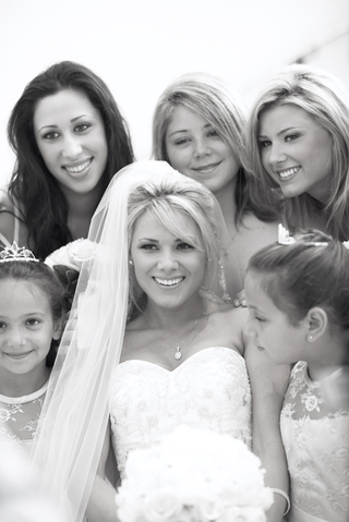 black-and-white-photo-of-bridal-party