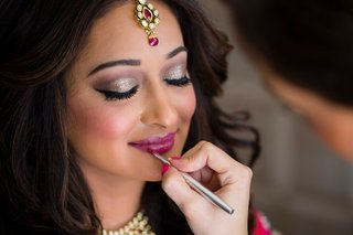 bride-with-beautiful-makeup-magenta-lip-color-and-shimmer-eye-shadow-for-hindu-wedding-ceremony