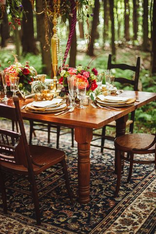 outdoor-wedding-reception-with-wood-table-gold-candelabra-and-gold-rimmed-stemware