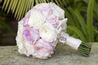 pink-and-white-garden-roses-in-wedding-bouquet