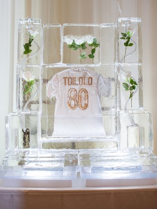 wedding-reception-decor-ice-sculpture-with-white-roses-inside-and-white-gold-jersey-levine-toilolo