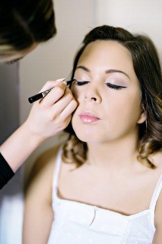 bride-getting-made-up-before-wedding-pink-eyeshadow-blush-lips-lipstick-lipgloss-eye-liner